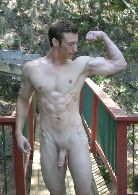 Strong dude shows his muscles1862 08